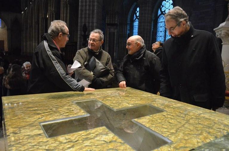 cathedrale-presentation-du-nouveau-choeur-et-de-son-mobilier-liturgique-contemporain