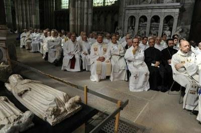 Les prêtres et les religieux