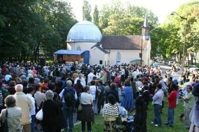 La grande assemblée pendant la messe