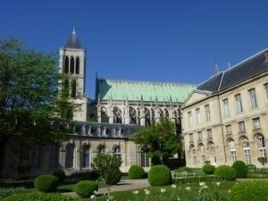 La cathédrale Saint-Denys depuis la Maison de la Légion d'Honneur