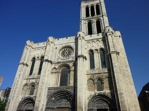 La cathédrale Saint-Denys sous un soleil radieux