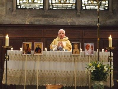 54 PELERINAGE DIOCESAIN DE LA CATHEDRALE A ND DES VERTUS 1 MAI 2011 133.jpg