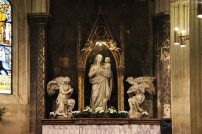 Copie de la statue de Notre-Dame-des-Vertus, brûlée en 1793