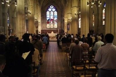 La célébration présidée par le père Daniel Pizivin, vicaire général