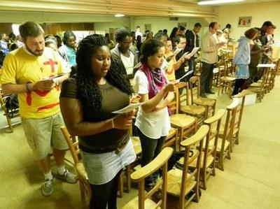 La prière du matin des jeunes avant la marche, de Pavillons-sous-Bois à Clichy-sous-Bois