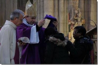 126 catéchumènes recevront tour à tour l'écharpe violette