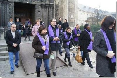 Après l'envoi par l'évêque, les catéchumènes rejoignent la salle Saint-Denys pour un temps de catéchèse...