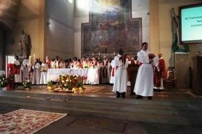 Diacres, prêtres et religieux sont venus nombreux...