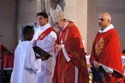 L'évêque interroge les candidats au diaconat