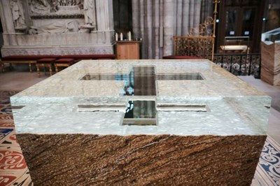 1-Nouvel autel - © G. Poli-Ciric