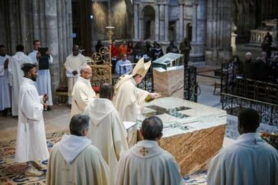 5-Onction de l'autel - © G. Poli-Ciric
