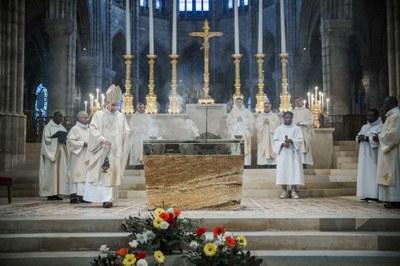 7-Encensement de l'autel - © G. Poli-Ciric