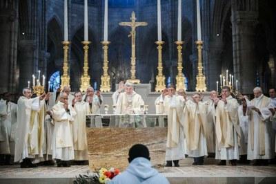 9-Prière eucharistique - © G. Poli-Ciric