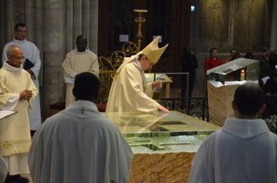 5-Consécration de l'autel - © Michel Pourny