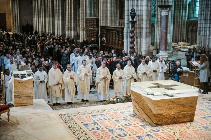 consecration-du-nouvel-autel-de-la-basilique-cathedrale-saint-denis