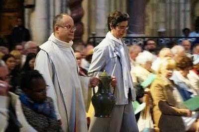 Messe Chrismale 2017 16 - Procession de l'huile des catéchumènes