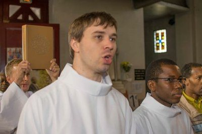 214 Ordination diaconale Florian Wilfred Blanc Mesnil 100917 (c) Spiritains