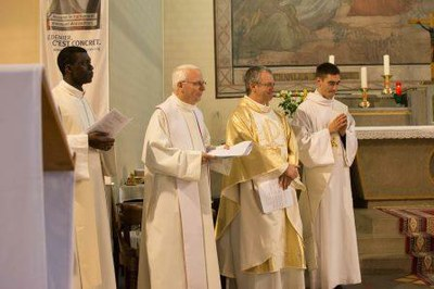 235 Ordination diaconale Florian Wilfred Blanc Mesnil 100917 (c) Spiritains