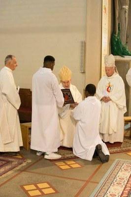 270 Ordination diaconale Florian Wilfred Blanc Mesnil 100917 (c) Spiritains