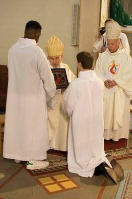 271 Ordination diaconale Florian Wilfred Blanc Mesnil 100917 (c) Spiritains