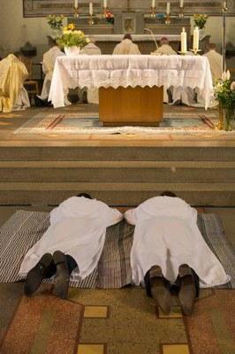 276 Ordination diaconale Florian Wilfred Blanc Mesnil 100917 (c) Spiritains