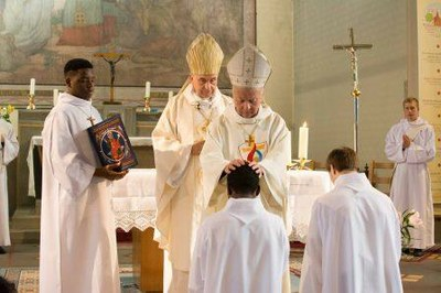 298 Ordination diaconale Florian Wilfred Blanc Mesnil 100917 (c) Spiritains