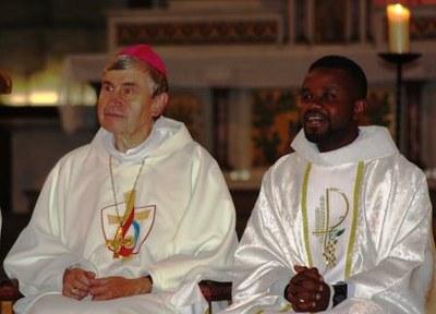 17 Gilbert Julien Fils Charité Ordination presbytérale 030917