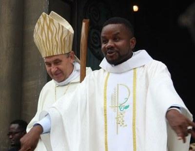 18 Gilbert Julien Fils Charité Ordination presbytérale 030917
